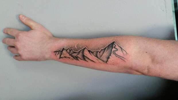 Почему чешется татуировка и что с этим делать?