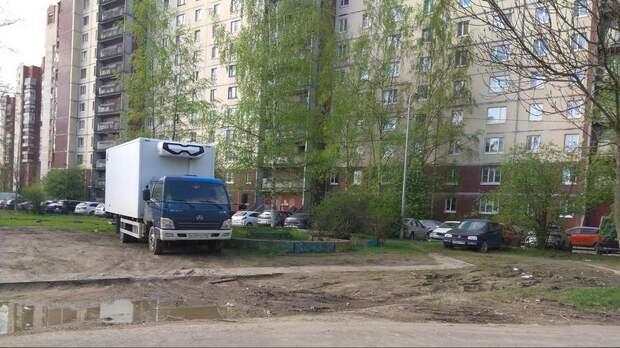 За два дня на сайт ГАТИ поступило свыше 1000 жалоб на парковку во дворах
