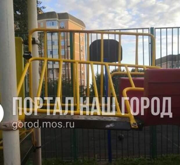 На детской площадке на Ландышевой улице ребенку удалось избежать травм