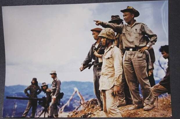 Тропой Хо Ши Мина. Первые бои в Лаосе. У входа на тропу Хо Ши Мина. Продолжение боёв в Долине Кувшинов (2 статьи)