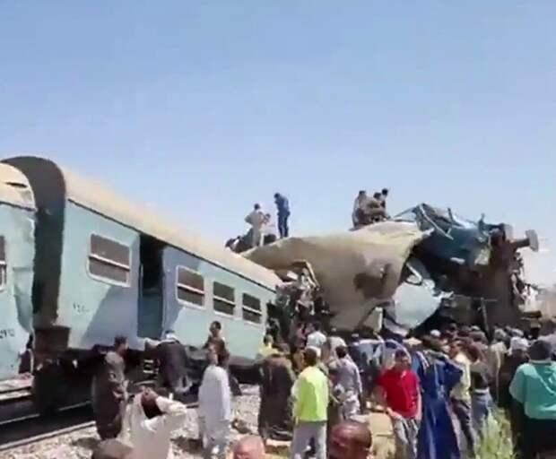 В Египте при столкновении двух поездов погибло более 30 человек