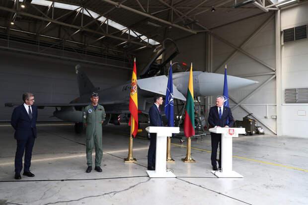 Российский Су-24 прервал брифинг премьера Испании и главы Литвы