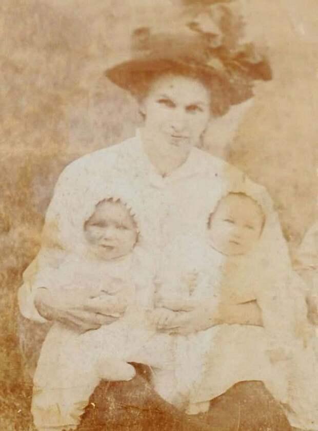twin-sisters-celebrate-100th-birthday-irene-crump-phyllis-jones-vinegret-7