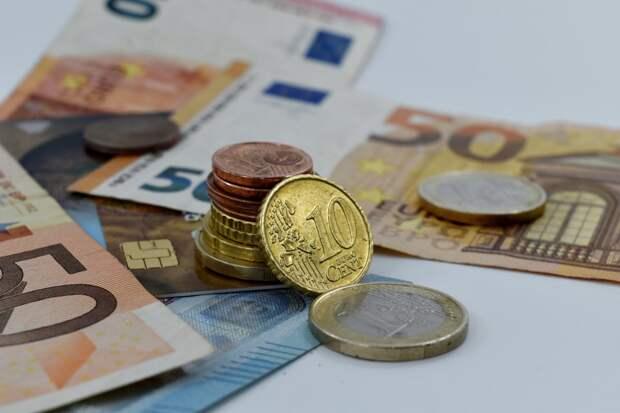 В России возобновился отток валютных вкладов из банков