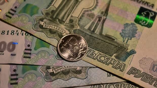 Курс рубля может начать рост вопреки сезонному фактору
