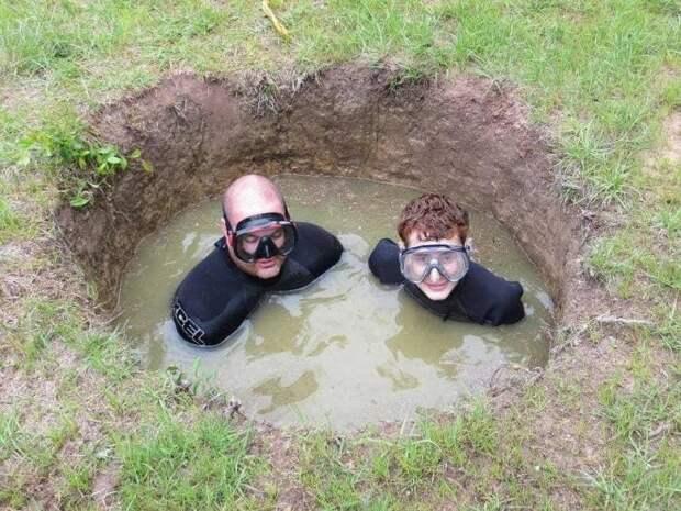 Водолазы в яме