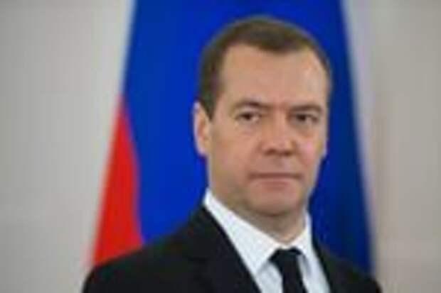 Медведев допустил переход на четырехдневную рабочую неделю