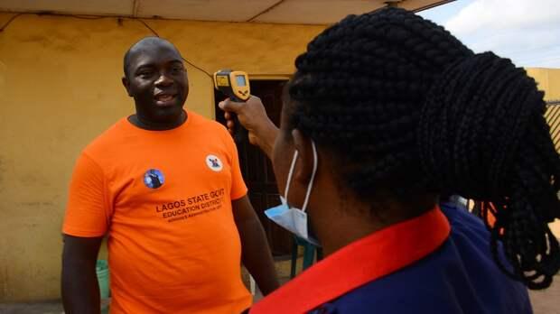 Глава ВОЗ исключил возможность испытания вакцины откоронавируса наафриканцах