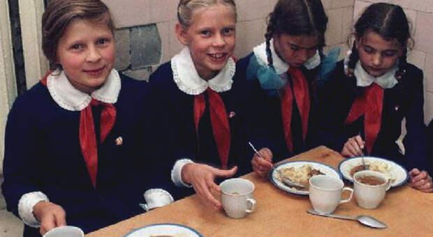Чем кормили детей в советских учреждениях
