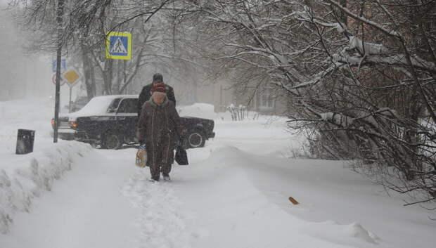 Жителей Подмосковья призвали к внимательности на улице из‑за мокрого снега и гололеда