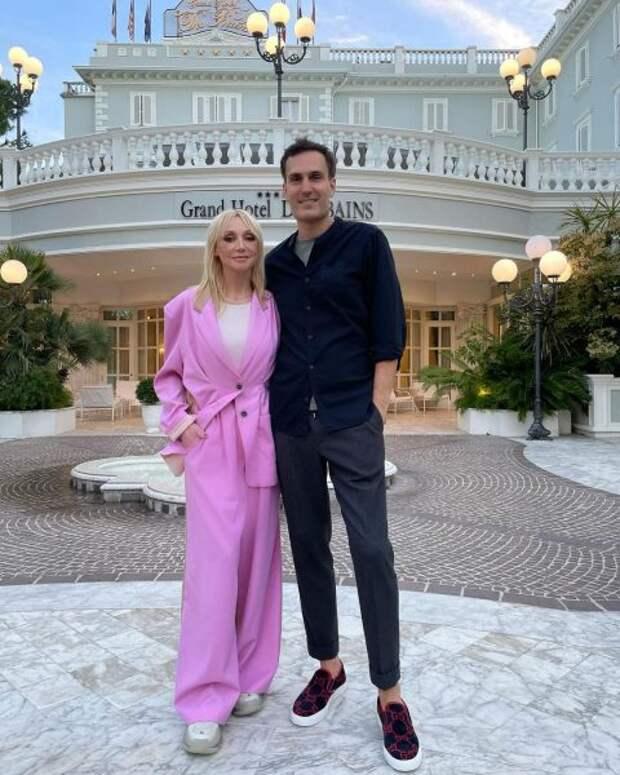 «Для людей, наделенных деньгами и связями, пандемии нет», – совместный снимок Орбакайте с мужем привёл в бешенство общественность