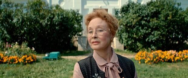 Лариса Удовиченко и Александр Половцев вернулись в 90-е во втором сезоне сериала «Мир! Дружба! Жвачка!»