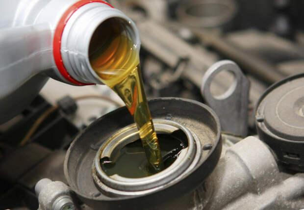 Моторное масло следует менять регулярно. /Фото: importinfo.ru.