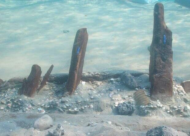 У берегов Израиля нашли останки древнего судна с грузом стеклянного боя для переработки