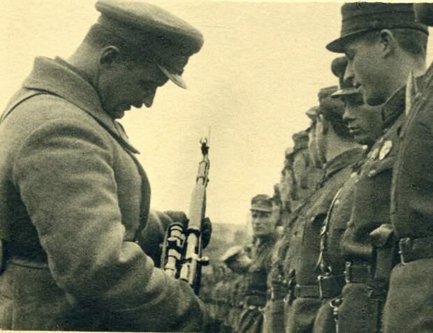 Неизвестные герои: полк курсантов-трактористов, вставший стеной на пути полчищ врага