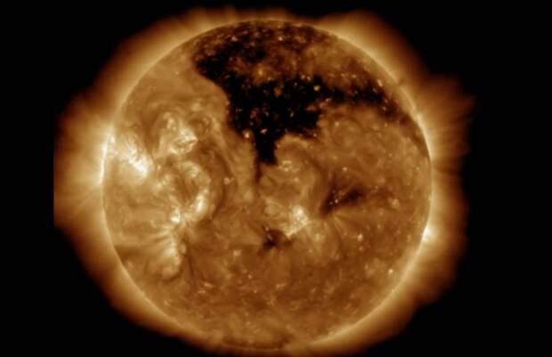 Новая большая дыра на Солнце