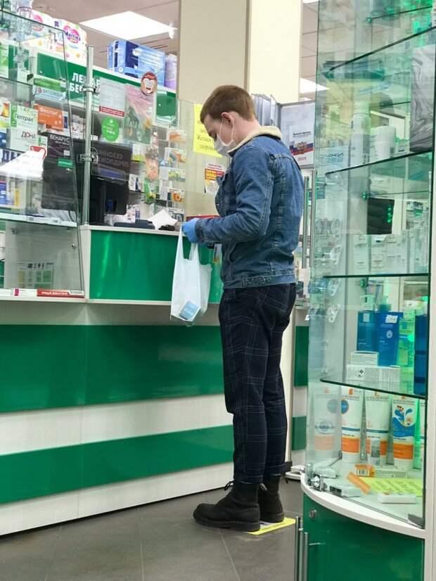 Школьник из Зеленограда помогает пенсионерам на самоизоляции