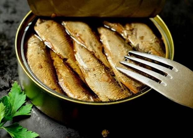 Латвия - русский хлеб, прокисшее молоко, и бегство шпрот...