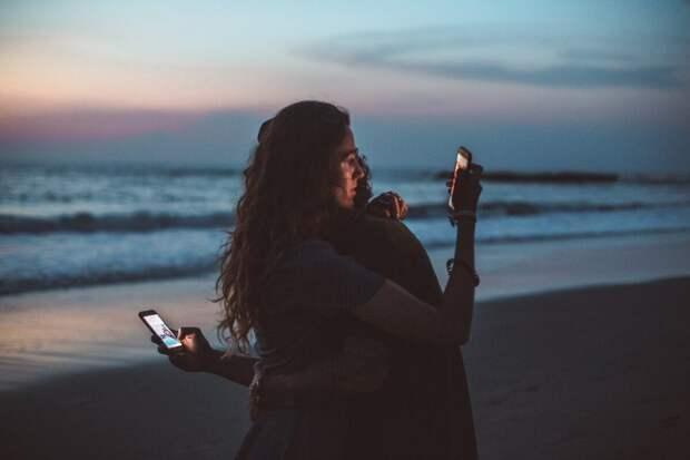 Почему нам интересно наблюдать за жизнью и выходками блогеров в социальных сетях - с точки зрения психологии