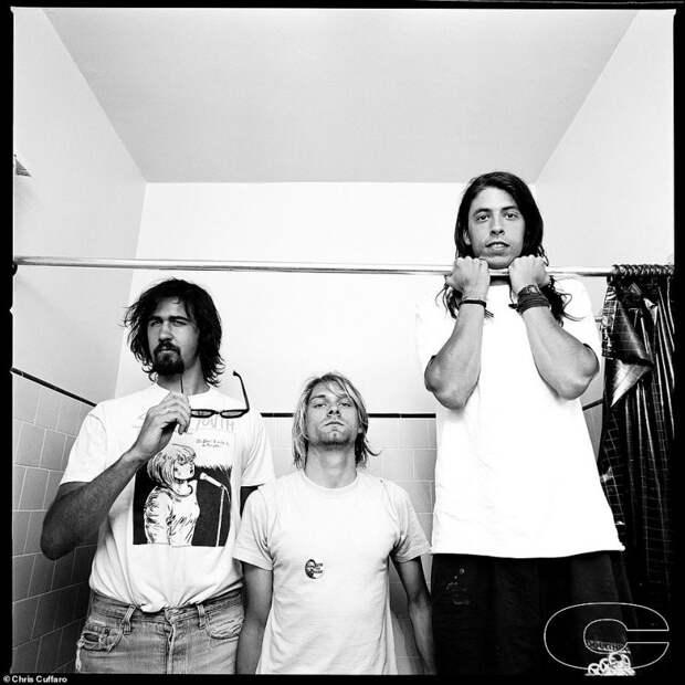 Последняя рок-революция: редкие фото культовых гранж-групп 90-х отКриса Куффаро