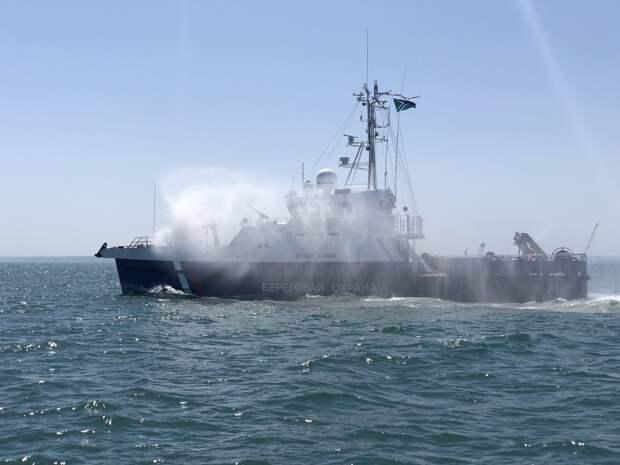 В Керчи подняли флаги на новых пограничных сторожевых кораблях «Гриф и «Сарыч»