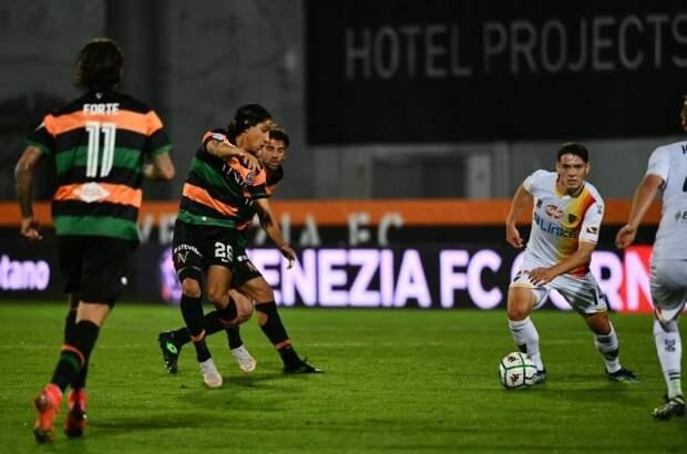 «Венеция» обыграла «Лечче» в первом матче 1/2-й плей-офф за место в Серии А