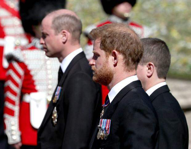 Мудрая Кейт! Принцы Уильям и Гарри помирились на похоронах дедушки