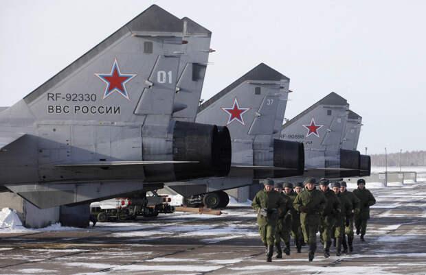 Истребители МиГ-31B на военном аэродроме недалеко от Канска