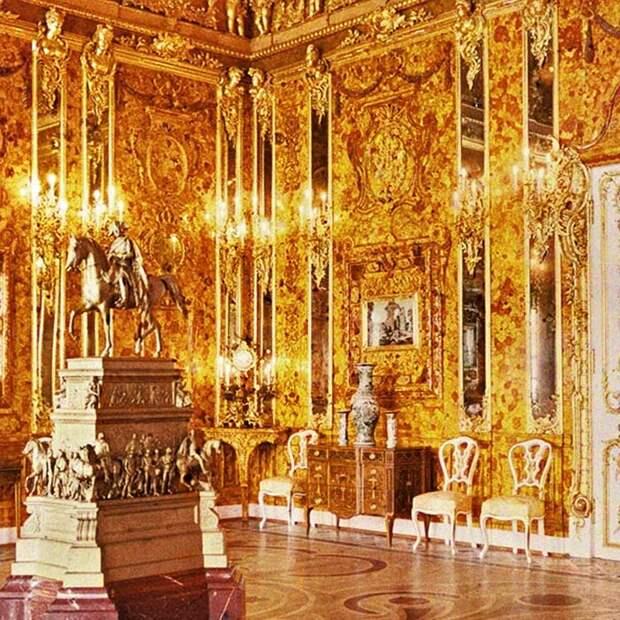 Янтарную комнату часто называли «восьмым чудом света».