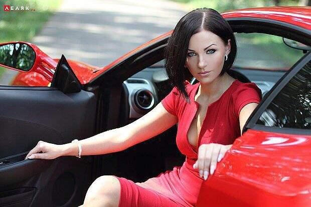 Женщина на том и стоит_____))))))))