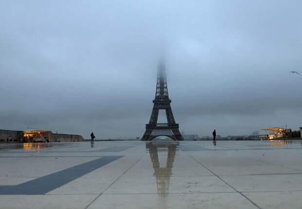 И снова мы в Париже. Туманное утро