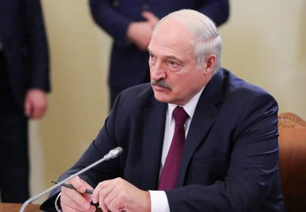 Лукашенко рассказал о переводе грузопотоков из Прибалтики в Россию
