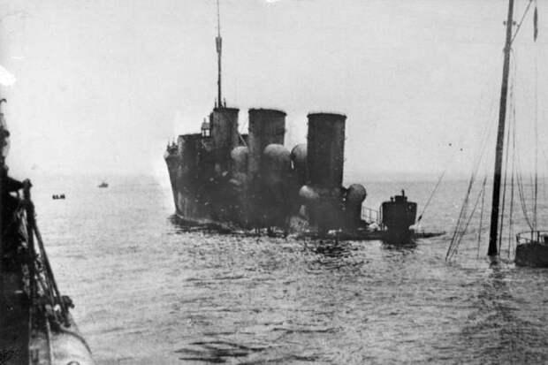 "Затонувший после боя в Рижском заливе немецкий эсминец ""V-99"". Фото: Wikimedia / Bundesarchiv"
