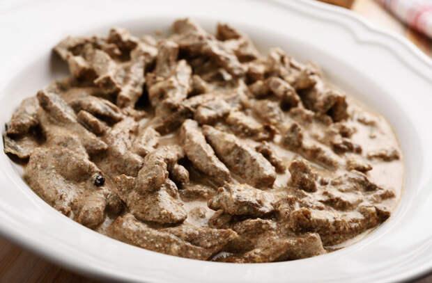 Говядина в сметане: тушим нежнейшее мясо