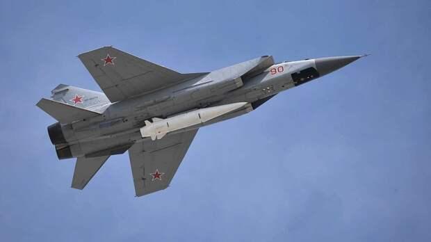 Истребители МиГ-31К ВКС РФ выполнили стрельбу по учебным целям в Средиземном море