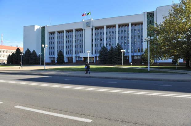 Мурат Кумпилов поручил перераспределить работу автотранспорта органов власти для помощи медикам