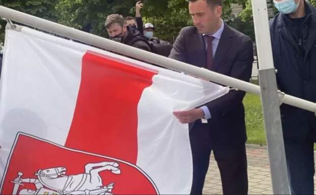 Реакция рижан на поступок их мэра, снявшего флаги Белоруссии и России на Чемпионате мира по хоккею