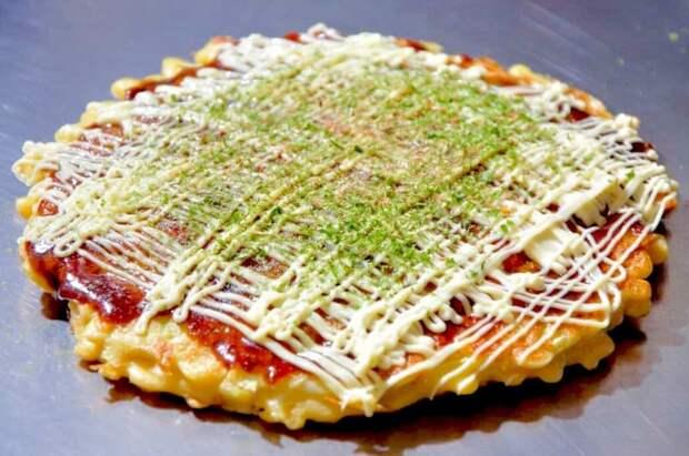 Пицца по-японски Окономияки. Полезный фаст-фуд с морепродуктами и пекинской капустой