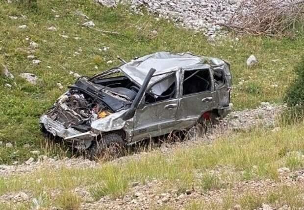 После падения машины с горы в Крыму погиб один человек