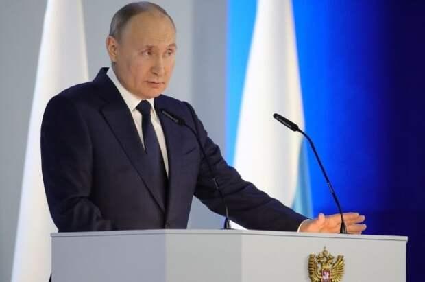 Песков уточнит, о каком учебнике истории говорил Путин во время послания