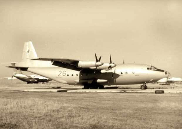 самолет радиохимической разведки, самолет ан-12, система береза