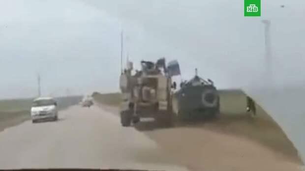Американский броневик пытался столкнуть с дороги российский патруль в Сирии