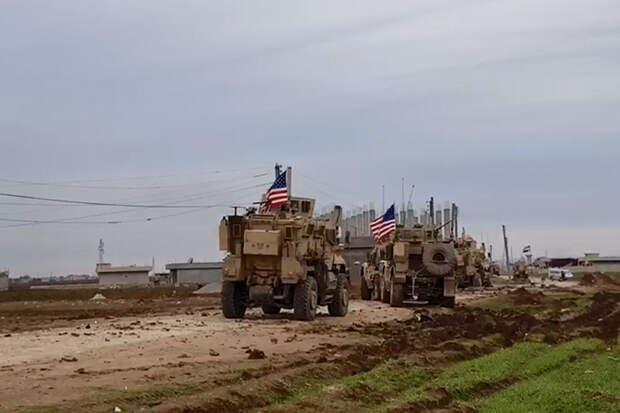 Колонна военных грузовиков США направилась из Ирака в Сирию