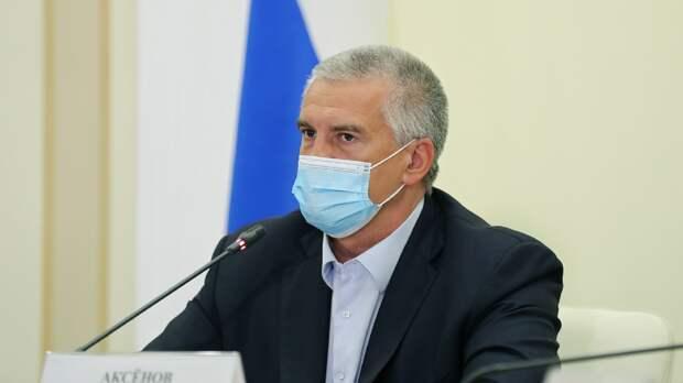 Неизвестный мужчина вышел из шкафа во время видеосовещания губернатора Крыма с чиновниками