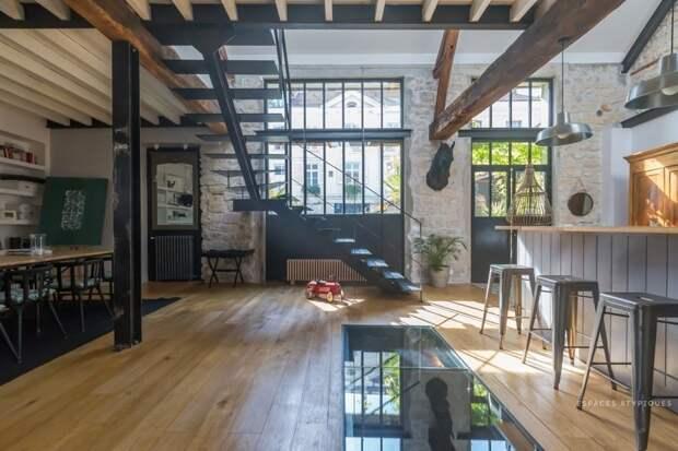 Жилой лофт в здании бывшей конюшни дизайн интерьера, интерьер, квартиры, лофт