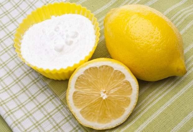 Лимон поможет отбелить желтоватый и сероватый налет / Фото: media.musely.com