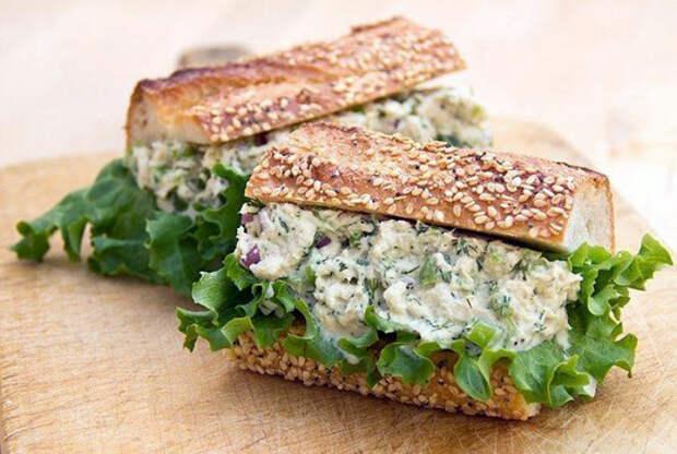 Аппетитный бутерброд с очень сытной и вкусной начинкой.