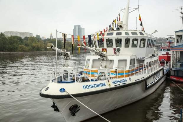 Спасатели рассказали, как работает пожарный корабль на Москве-реке