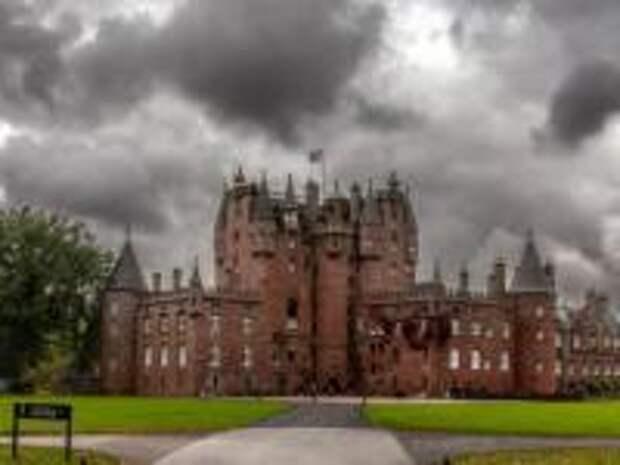Призраки Виндзорского замка: потусторонние «соседи» Королевы и принца Филиппа