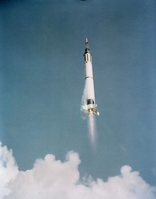 5 мая 1961 года Алан Шепард стал первым человеком Соединенных Штатов, побывавшим в космосе. Суборбитальный полет Freedom 7 длился всего 15 минут.